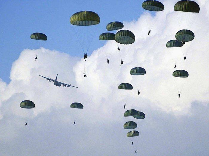 Массовое десантирование провели на Камчатке морпехи ТОФ. Фото из открытых источников