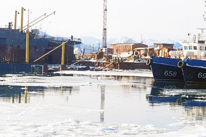 Плавдок затонул в Петропавловске (фото, видео)