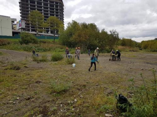 Более 10 мешков мусора собрали участники субботника на Култучном озере
