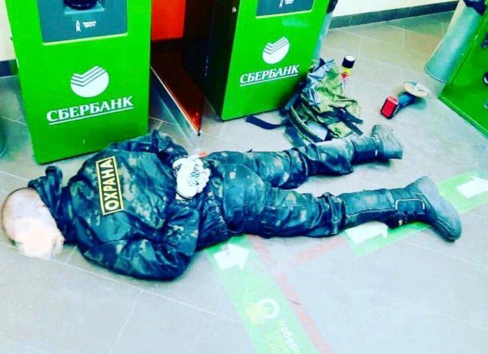 Житель Камчатки пытался ограбить банк при помощи болгарки(фото, видео)
