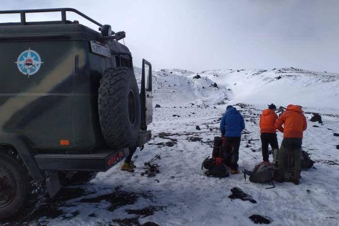 Спасатели начали восхождение на Ключевской вулкан для поисков альпиниста. Фото КГКУ «ЦОД»