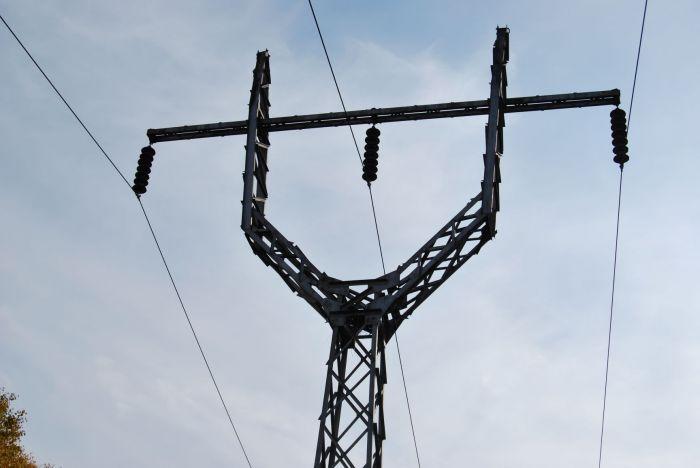 Неизвестные расстреляли изоляторы линий электропередачи на западе Камчатки