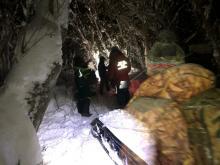 Камчатские спасатели выручили из беды застрявших снегоходчиков (Фото, Видео)