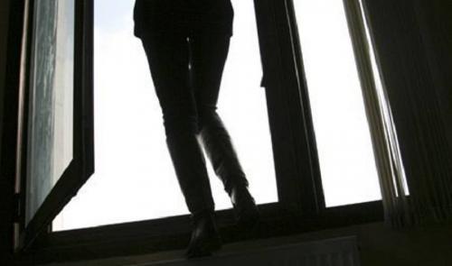 Жизнь спасли бельевые веревки: на Камчатке девочка выжила после падения с пятого этажа. Фото  из открытых источников. Автор неизвестен