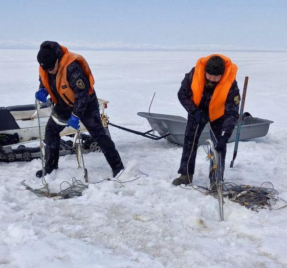 Камчатские рыбинспекторы сняли 15 браконьерских сетей на озере Нерпичьем